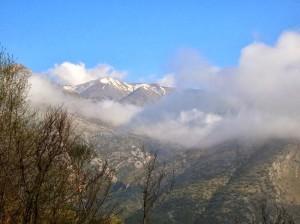 الجبال المحيطة بقرية إلبا فى شمال اليونان